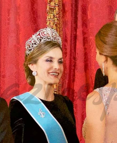 La elegancia de la reina Letizia y Juliana Awada, de gala
