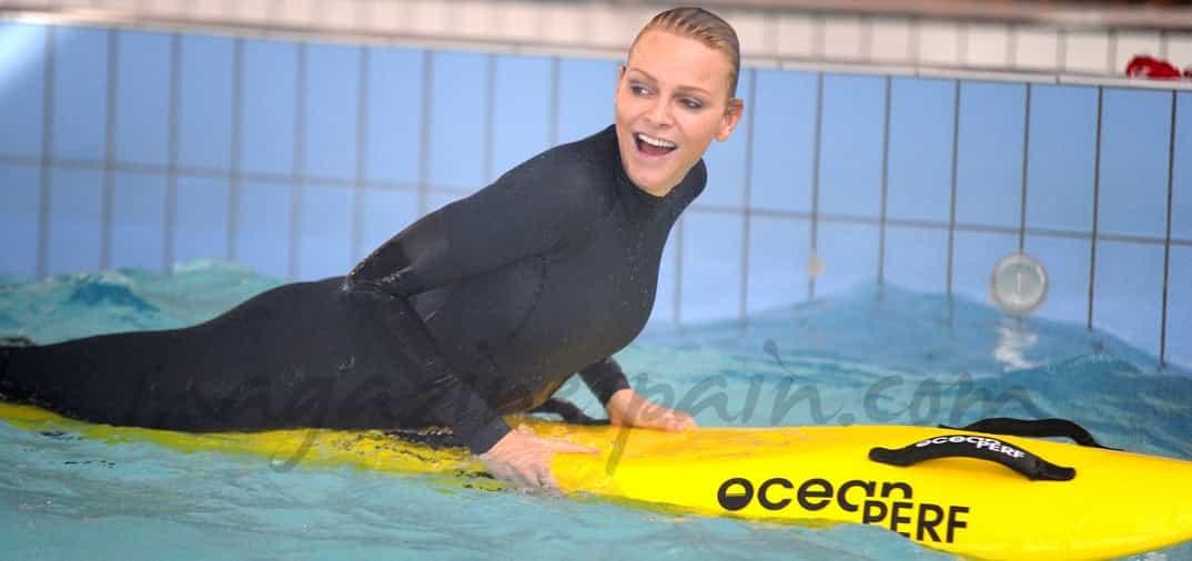 La princesa Charlene profesora de natación