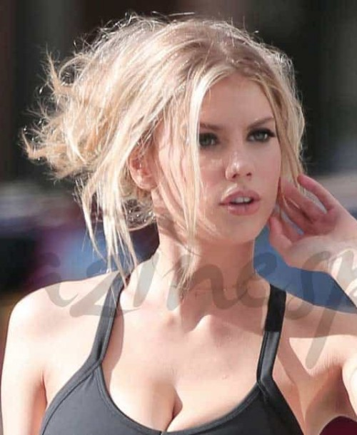 Charlotte McKinney, la espectacular novia de Scott Eastwood
