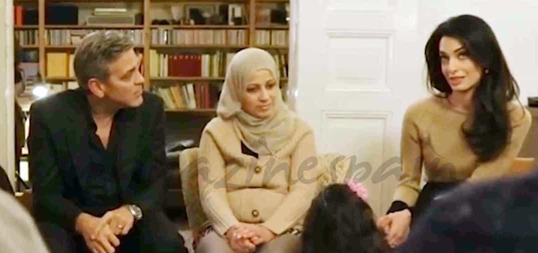 George Clooney y su esposa Amal, con los refugiados sirios