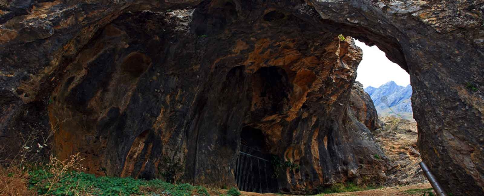 Ruta por el Desfiladero de los Calderones de Piedrasecha