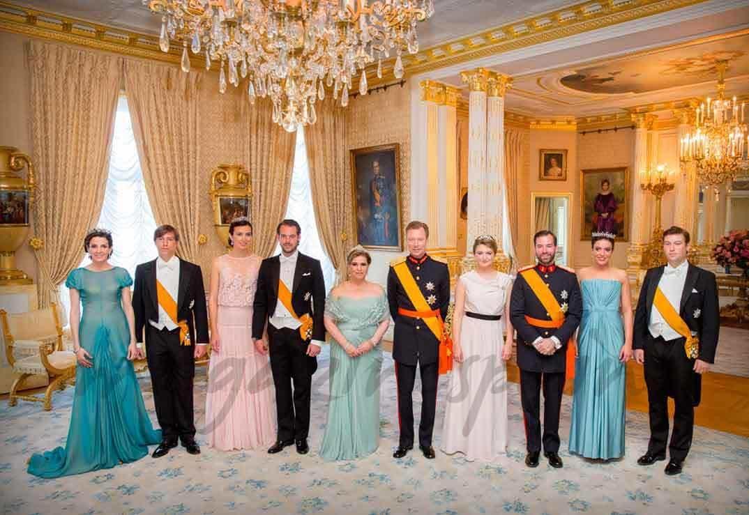 familia real luxemburguesa en el dia de luxemburgo