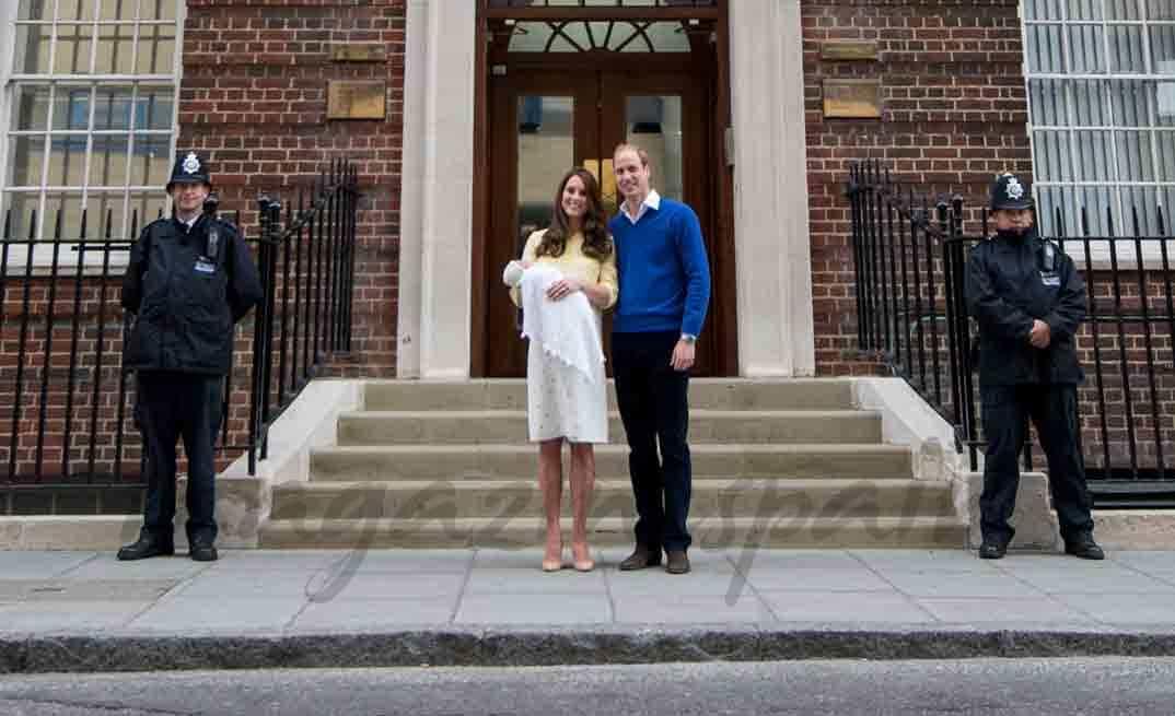Récord, a las 10 horas de dar a luz, Kate Middleton sale del hospital