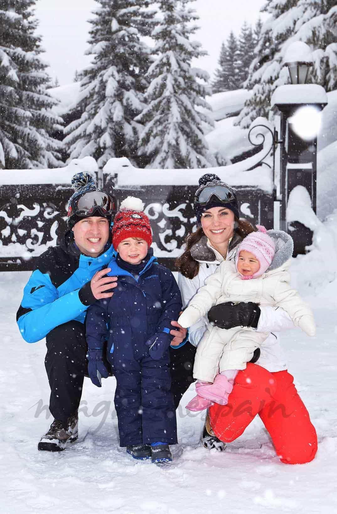 duques-de-cambridge-con-sus-hijos-vacaciones en la nieve