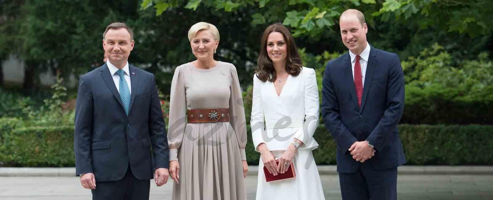 Los Duques de Cambridge llevan a sus hijos de viaje oficial a Polonia