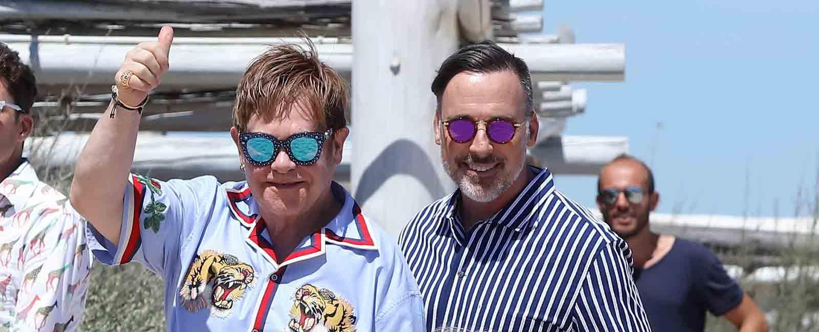 Elton John repite vacaciones con su marido y sus hijos en Saint-Tropez