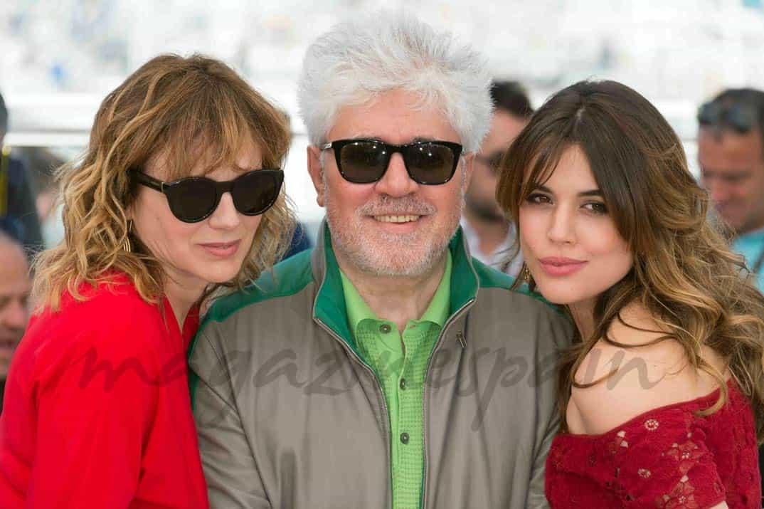 Emma Suárez, Pedro Almodóvar y Adriana Ugarte