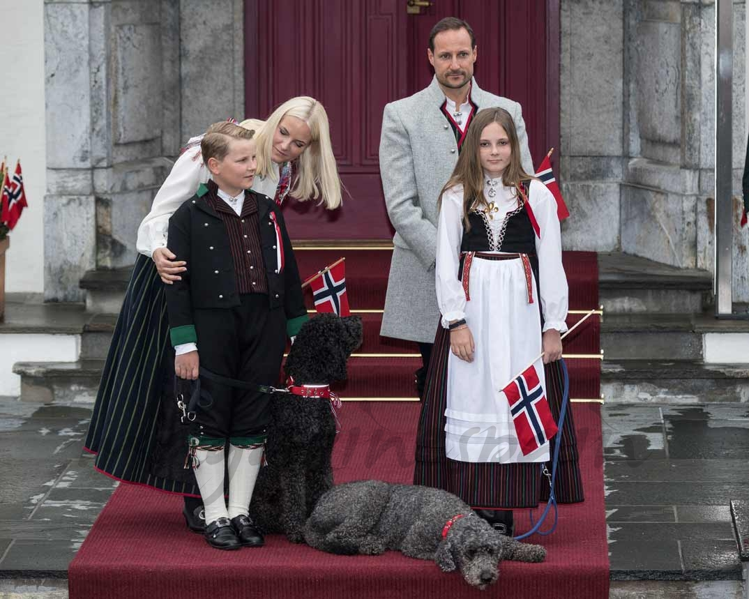 Príncipe Haakon, princesa Mette-Marit y sus hijos