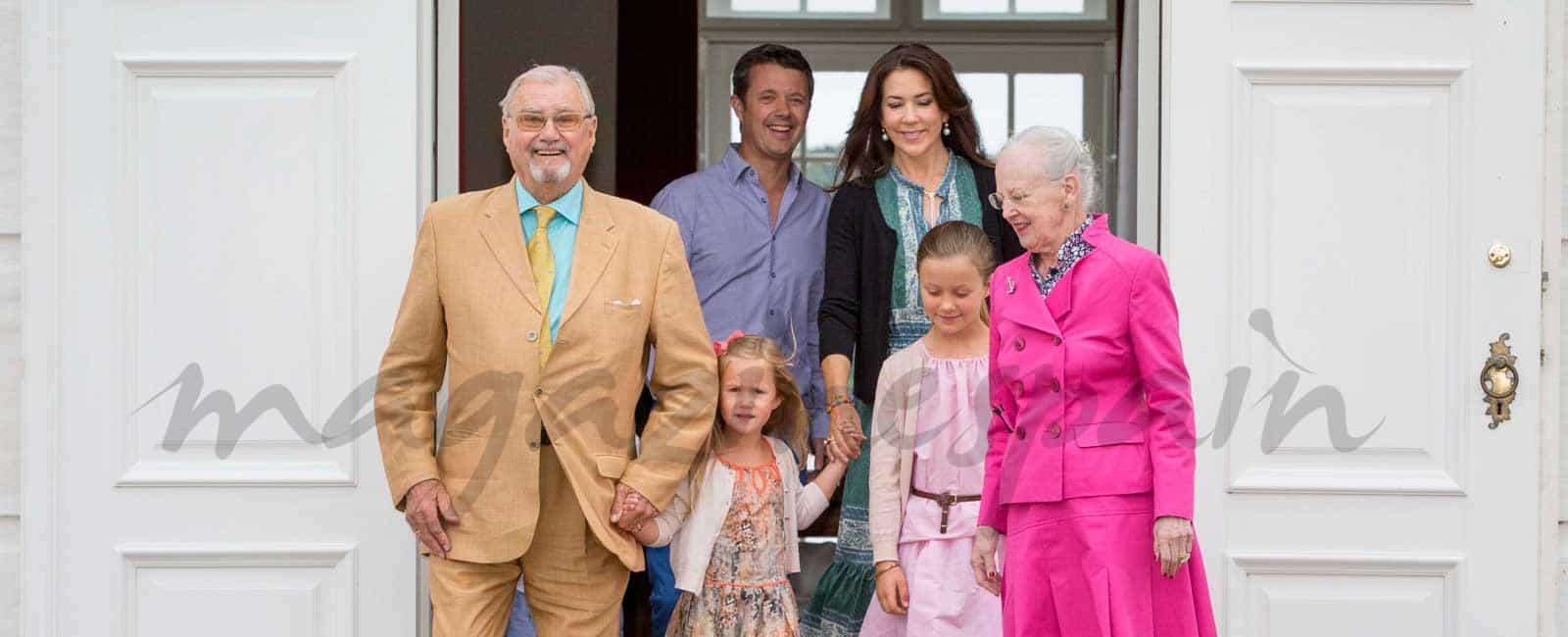 Con la ausencia del príncipe Joaquín, la Familia Real Danesa y su tradicional posado de verano