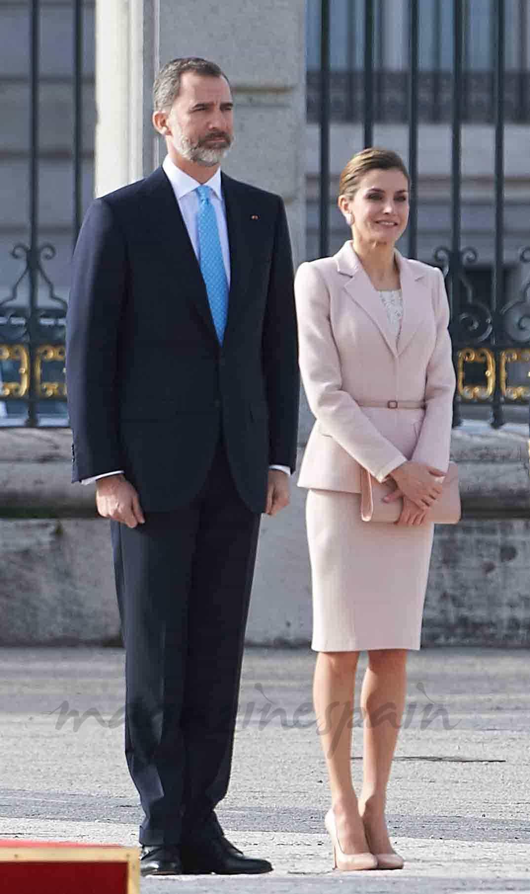 felipe y letizia reciben al prseidente de argentina y su esposa