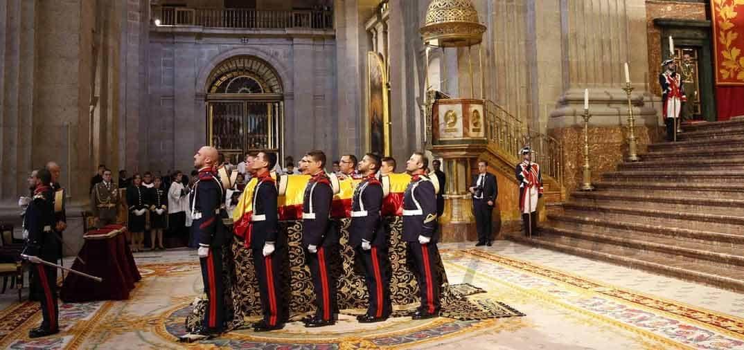 Los Reyes de España, en el funeral de Carlos de Borbón Dos Sicilias