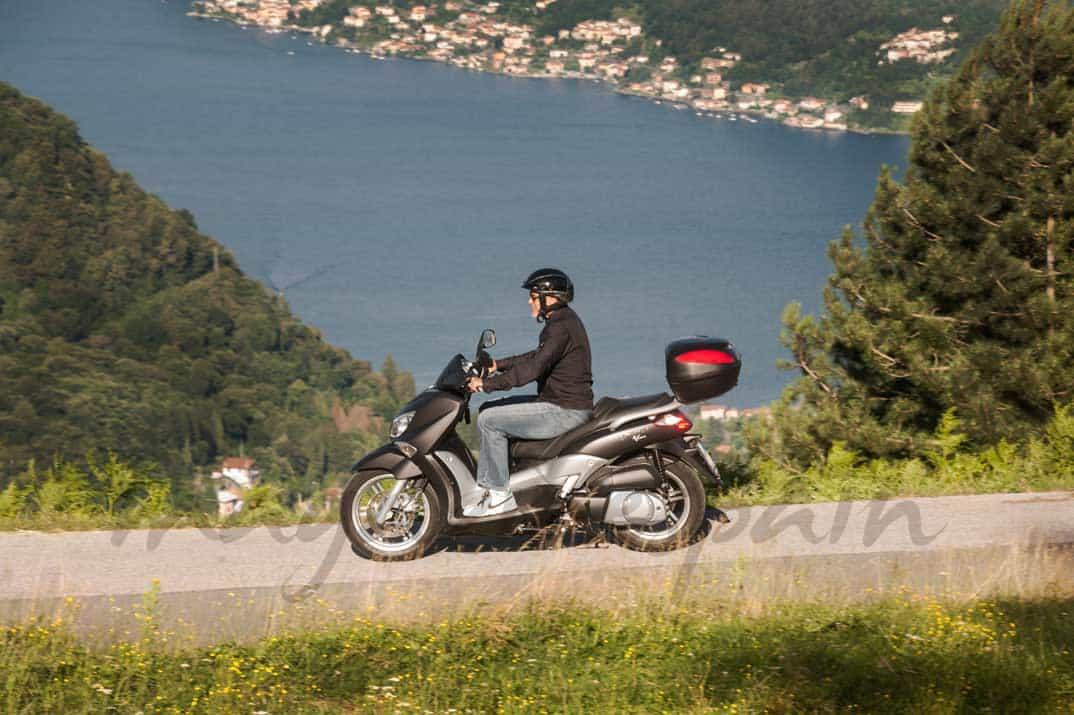 George on his bike above Lake Como George-clooney-3-1