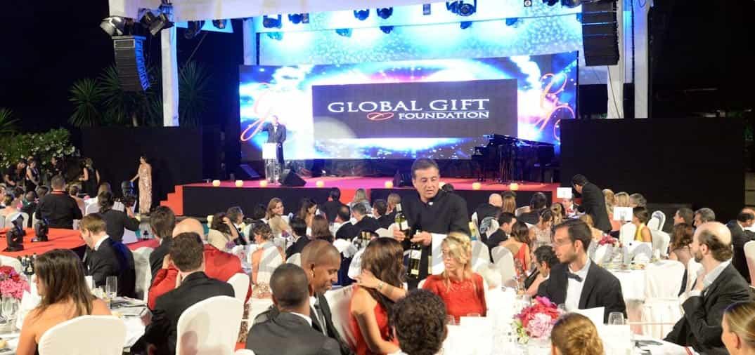 Eva Longoria conquista Marbella con la primera gala benéfica del verano