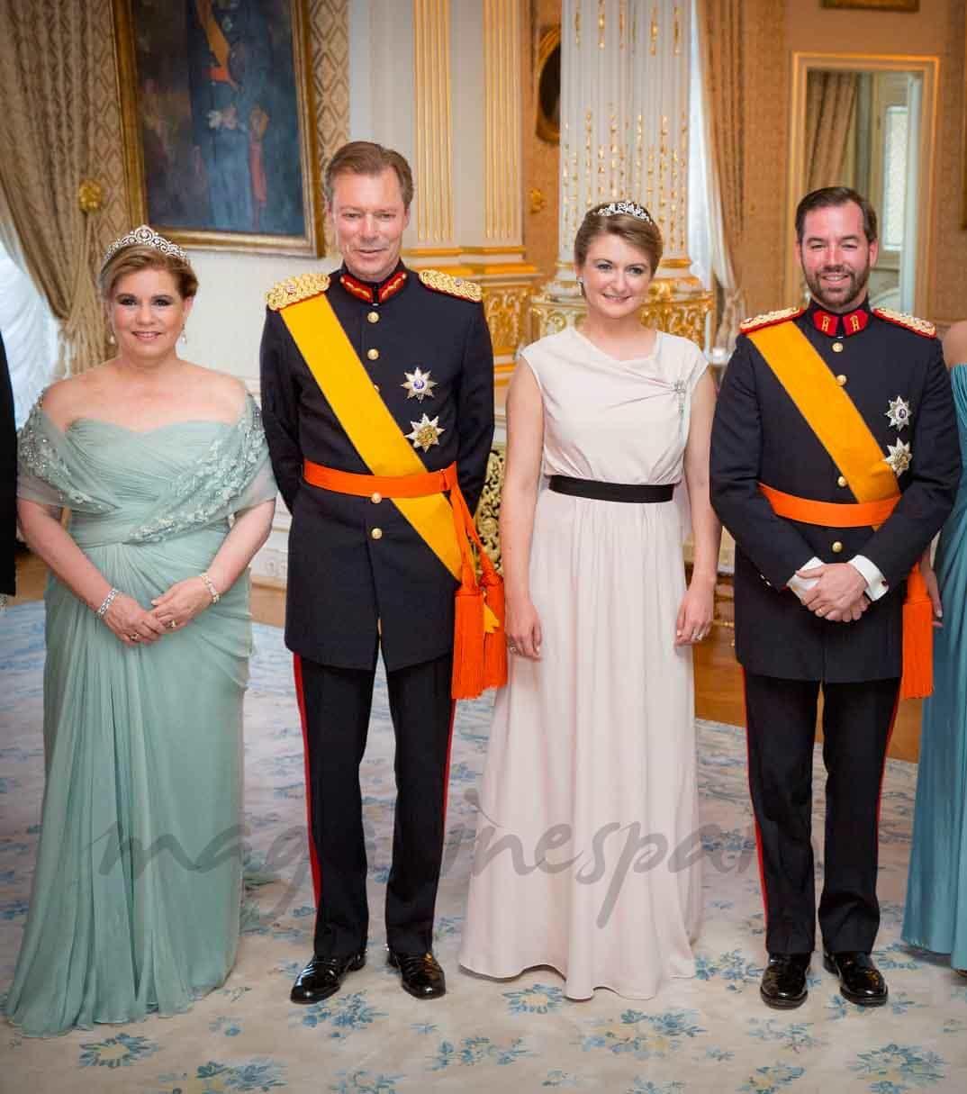 gran duque guillermo y gran duquesa stephanie en el dia de luxemburgo