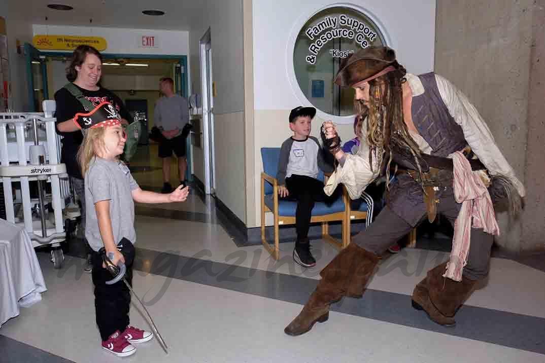johnny depp visita hospital infantil