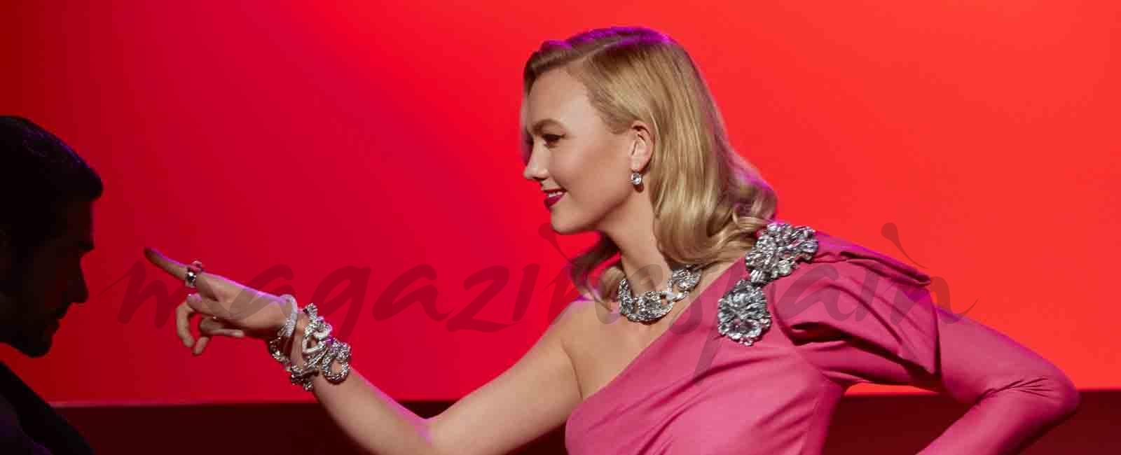 Karlie Kloss se tranforma en Marilyn Monroe y Audrey Hepburn