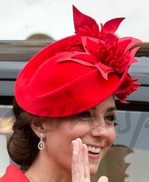Kate Middleton apuesta por el color rojo