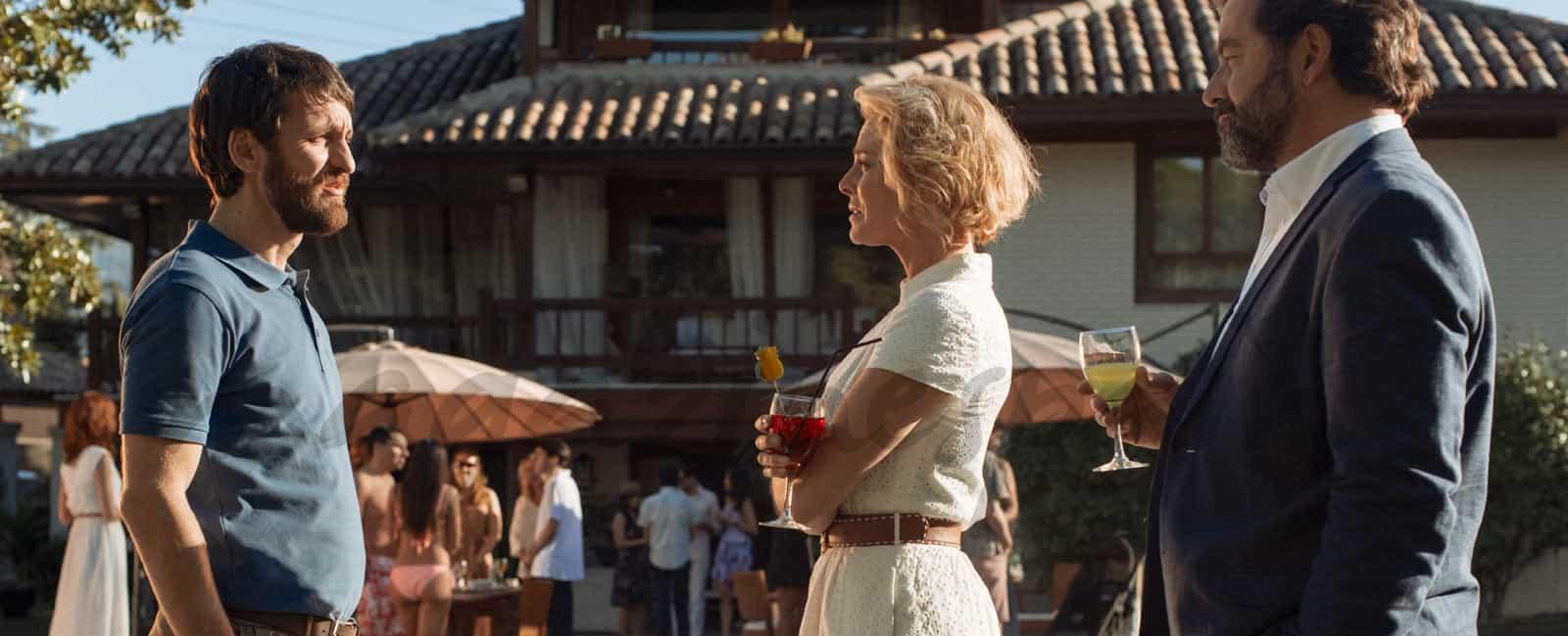 ¿Confesará Claudia su infidelidad esta noche en «La Embajada»?