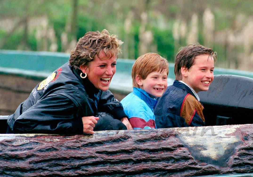 Lady Di con sus hijos Harry y Guillermo