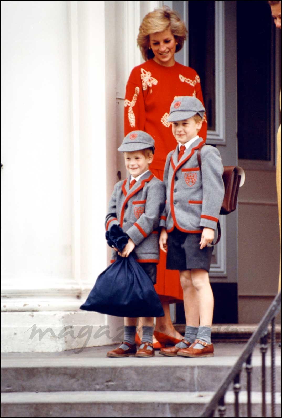 Ladi Di con sus hijos en el colegio