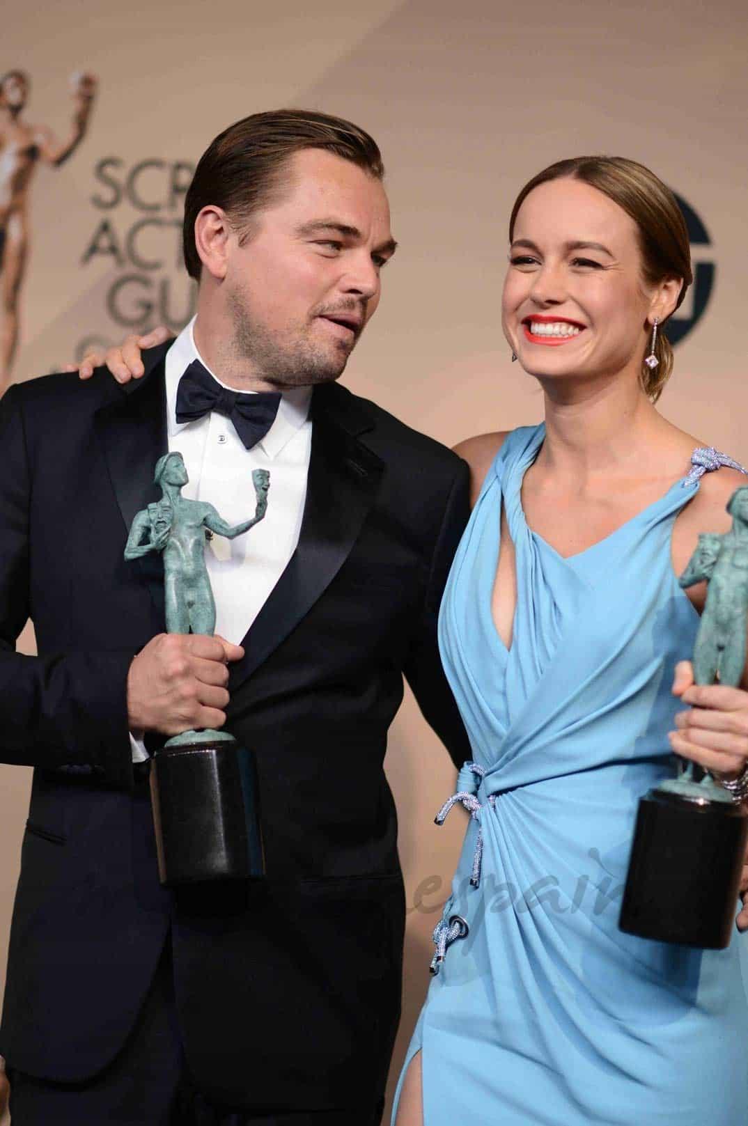 leonardo-dicaprio-y-brie-larson premiados por la asociacion de actores