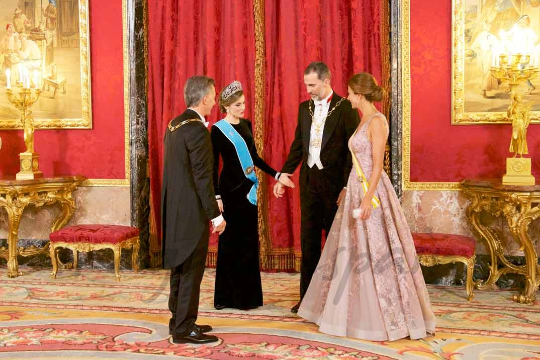 Reyes Felipe y Letizia con Mauricio Macri y su esposa Juliana Awada