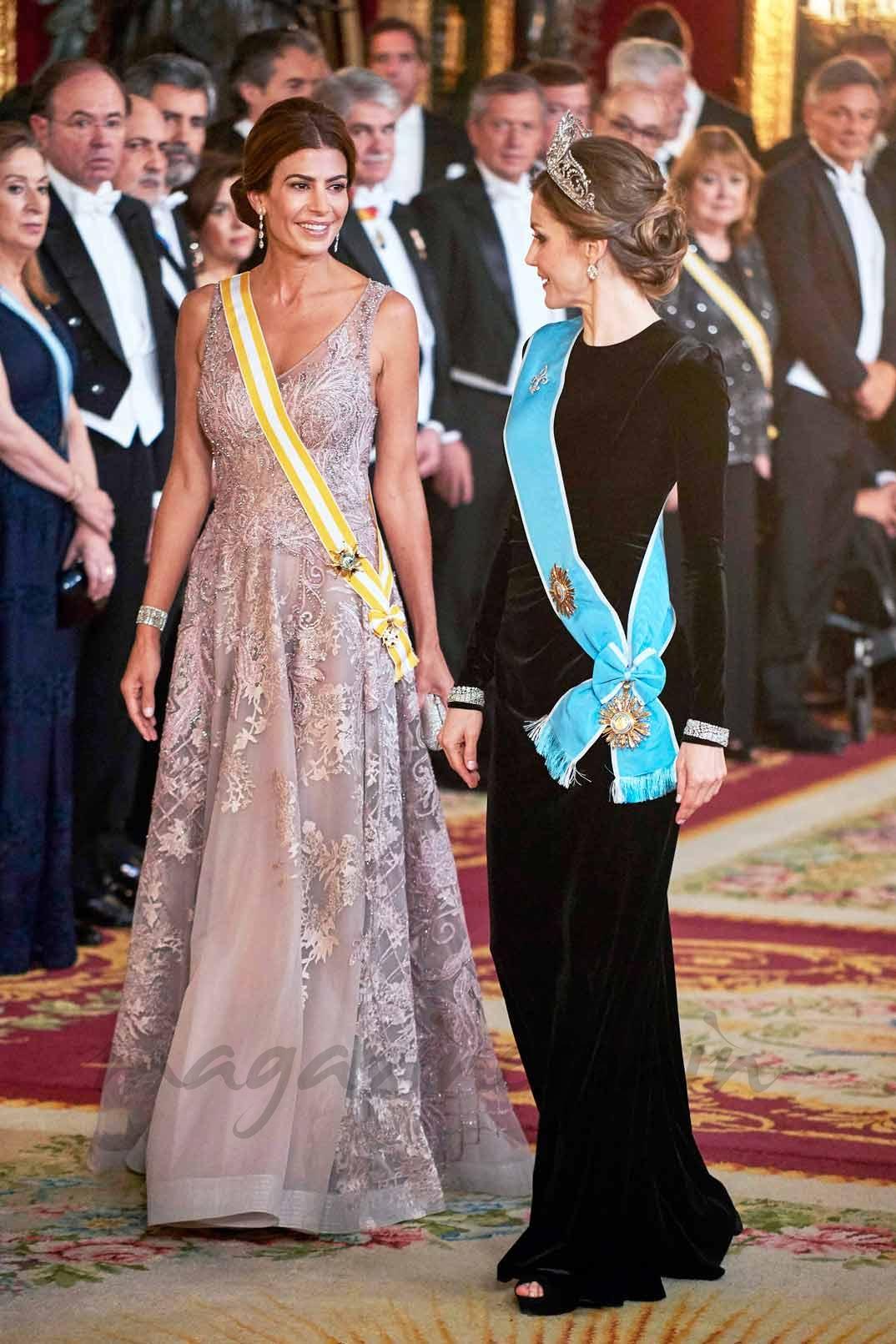 Reina Letizia y Juliana Awada