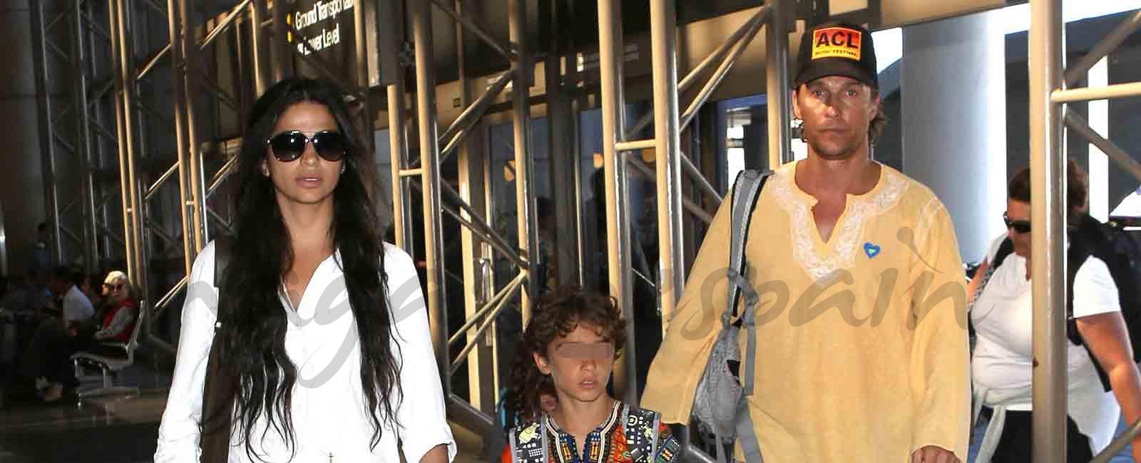 Matthew McConaughey y Camila Alves, estilo hippie en familia