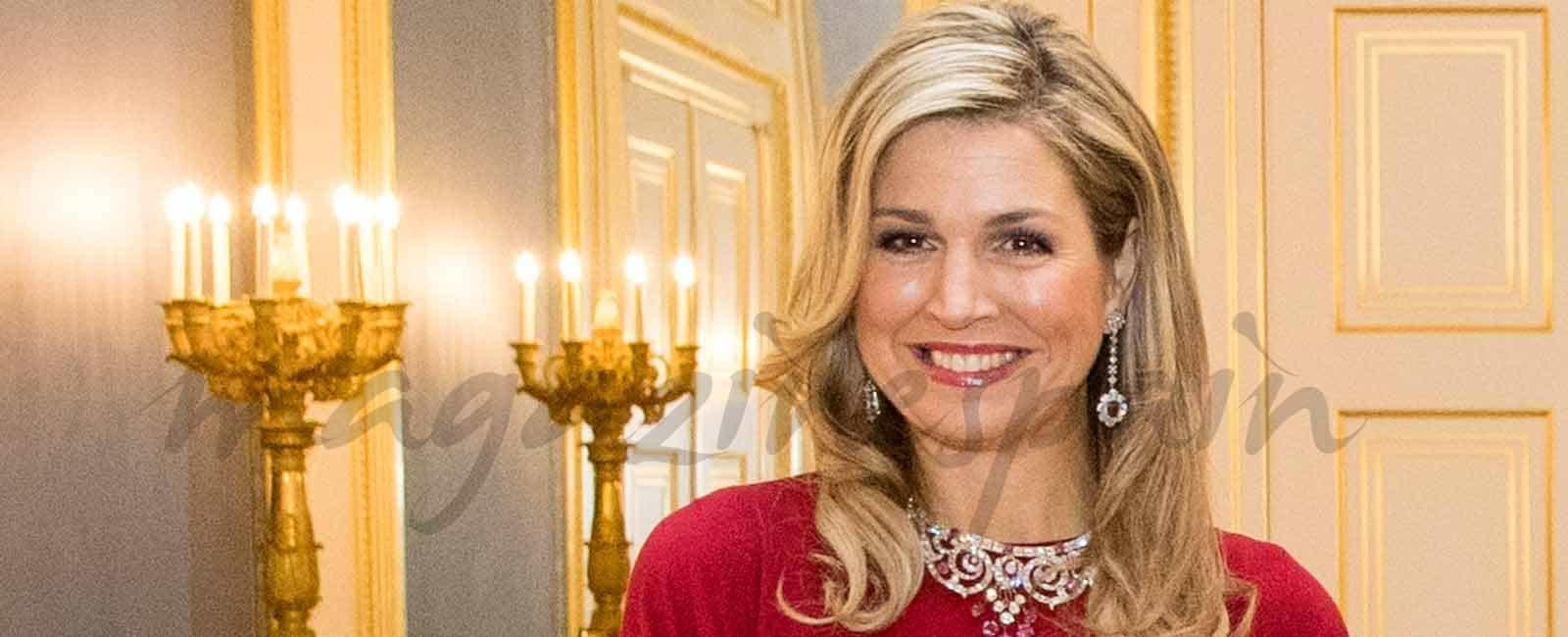 Máxima de Holanda, espléndida de rojo Valentino