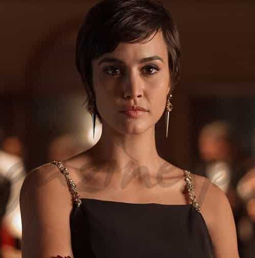 "Megan Montaner es Sara en ""La Embajada"""