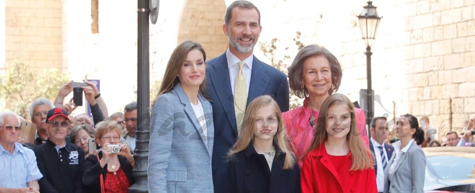 Los Reyes y sus hijas, en la tradicional misa de Pascua
