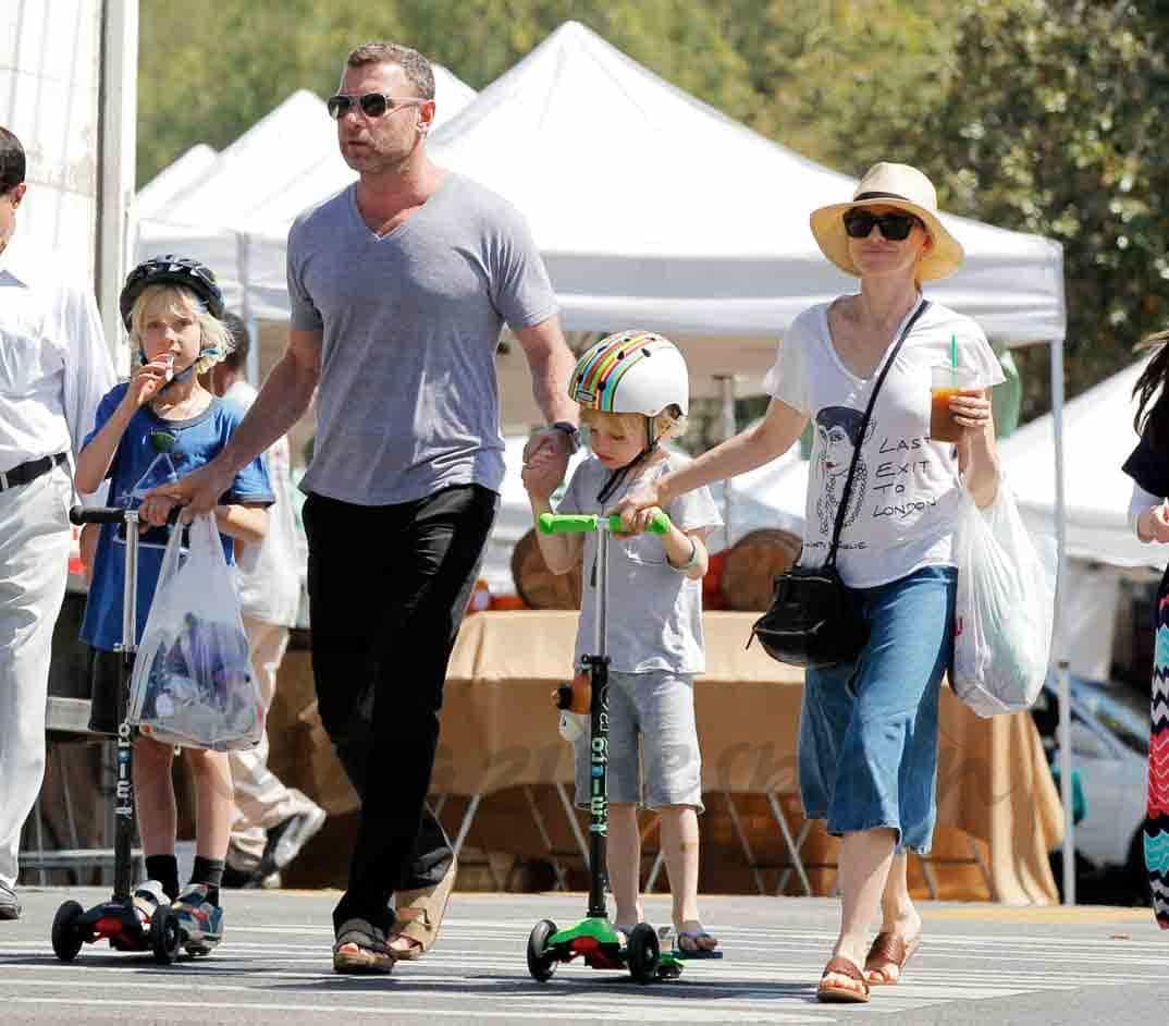 Naomi Watts en familia