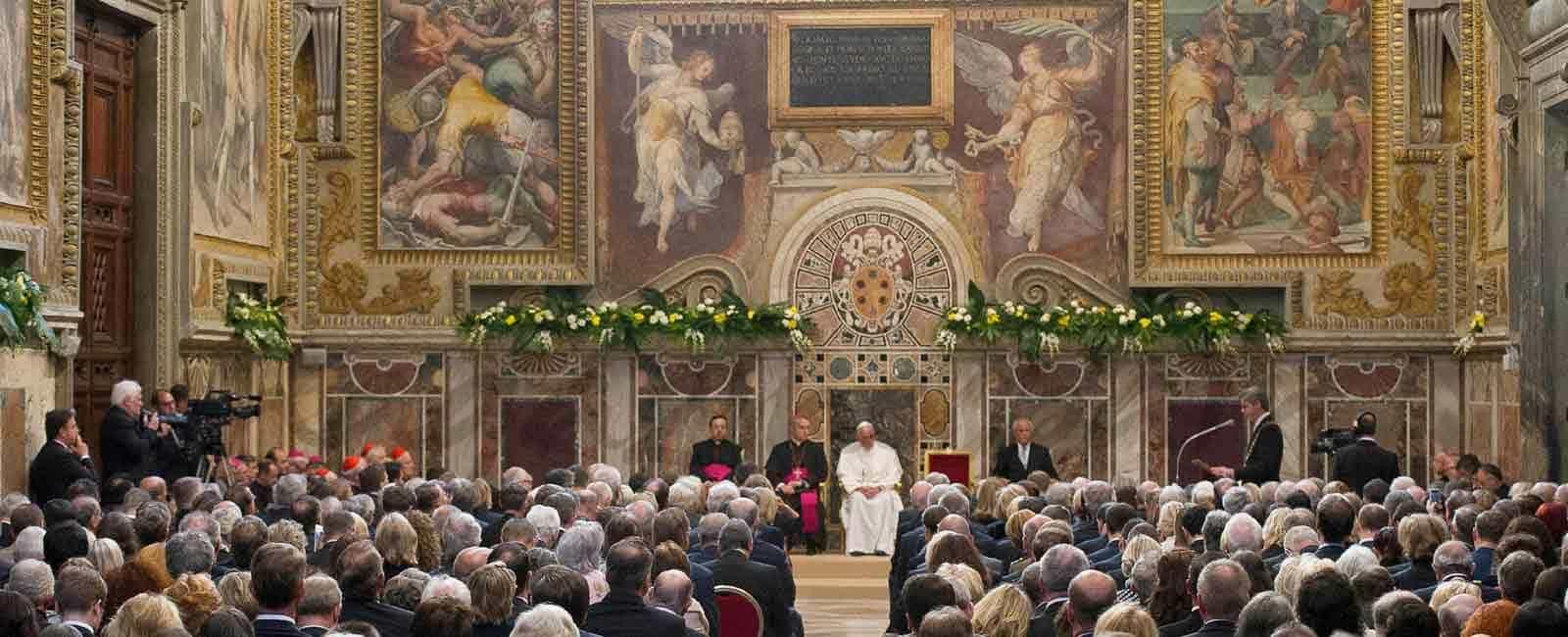 El papa Francisco, recibe el prestigioso premio Carlomagno