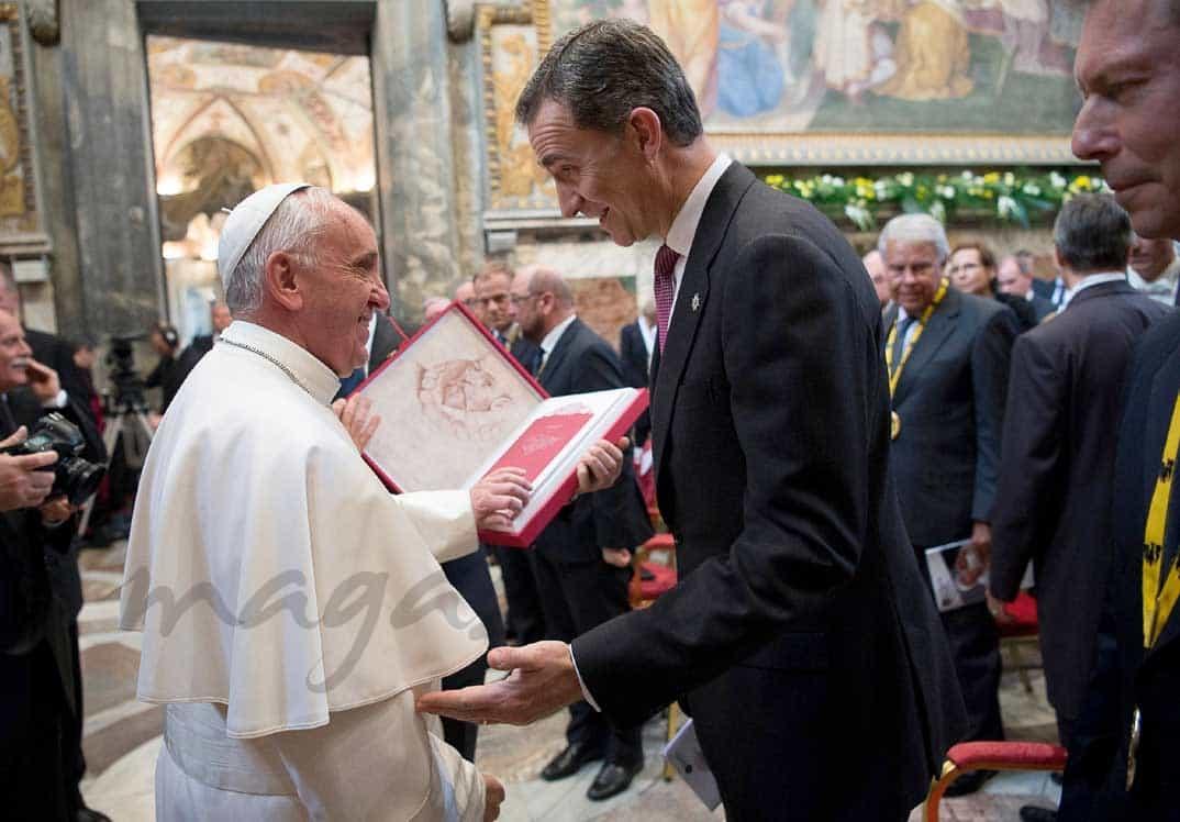 papa-francisco-rey-felipe en el premio carlomago