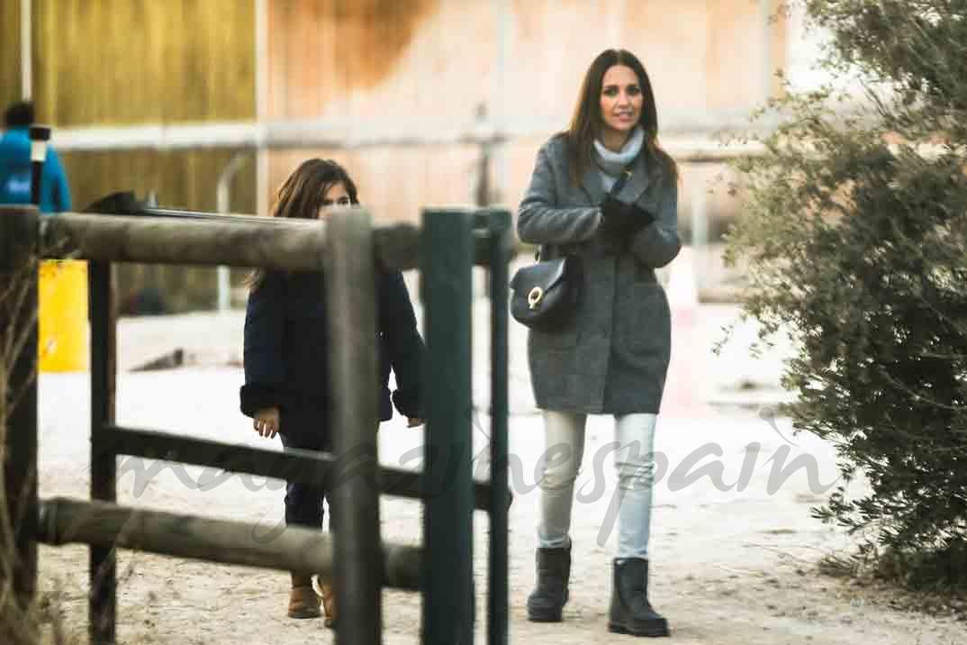 paula echevarria se divierte con su hija