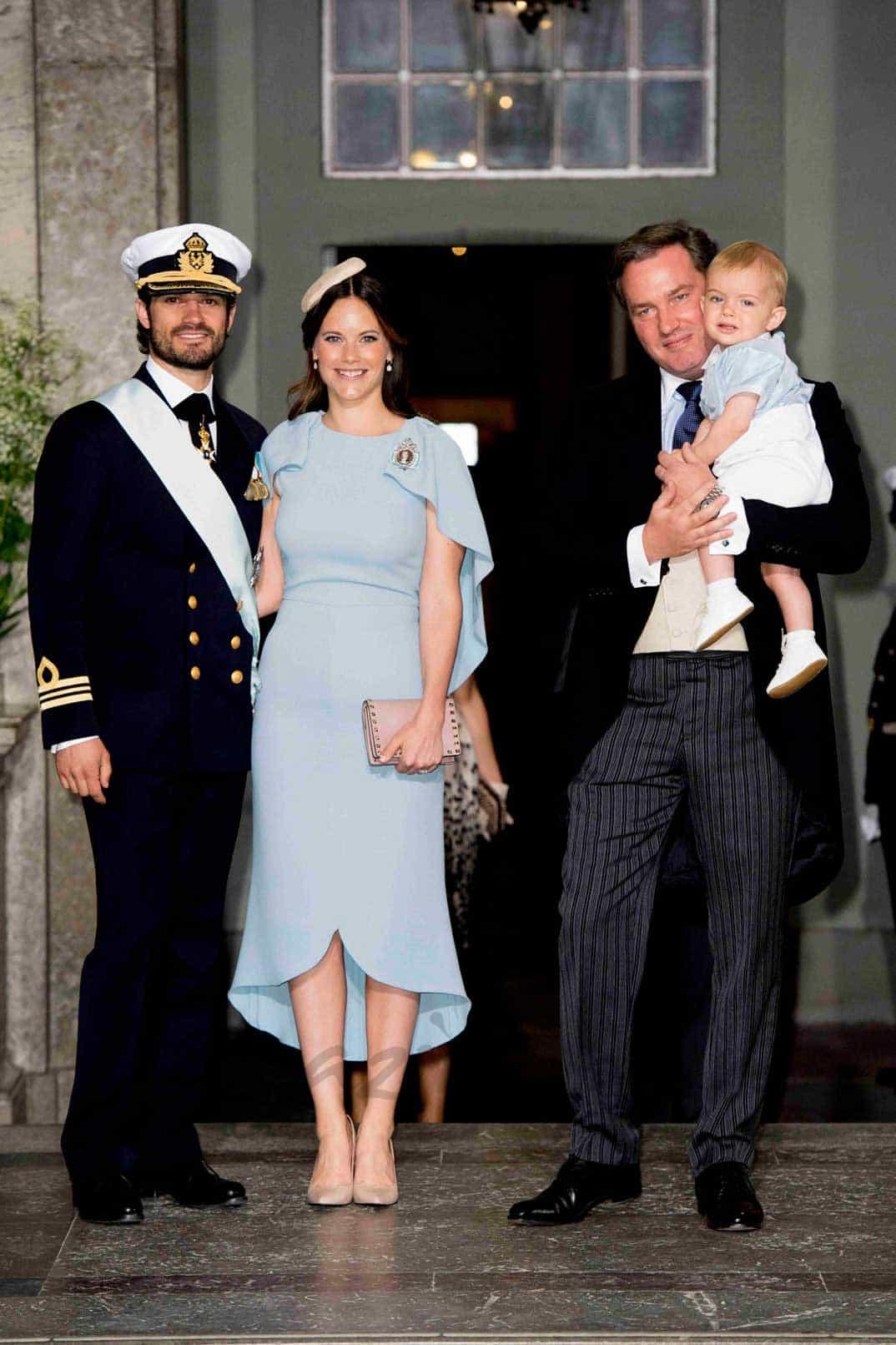 Príncipe Carlos Felipe, princesa Sofía, príncipe Christopher O'Neill y el pequeño Nicolás de Suecia