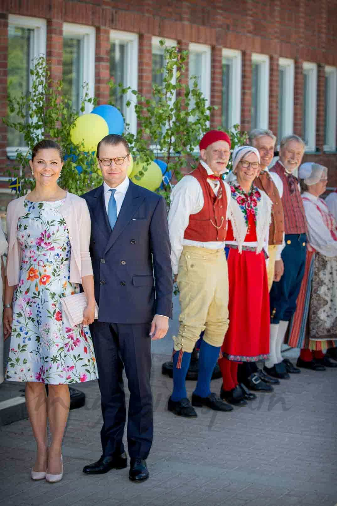principes daniel y victoria de suecia en el dia de suecia