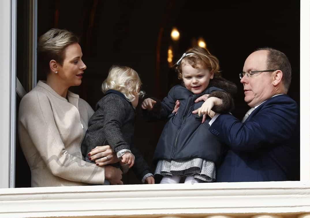 lberto y charlene de monaco con sus hijos celebran santa devota