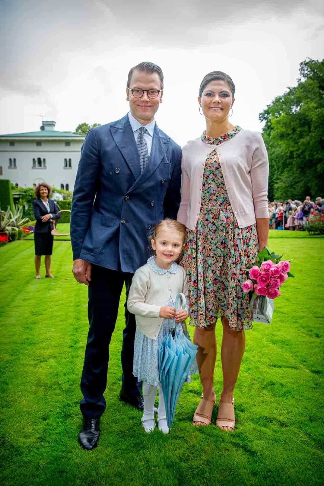 victoria de suecia con su marido y su hija estelle