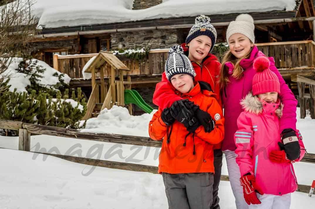 principes-elisabeth-gabriel-emmanuel-y-eleonore esquiando en suiza