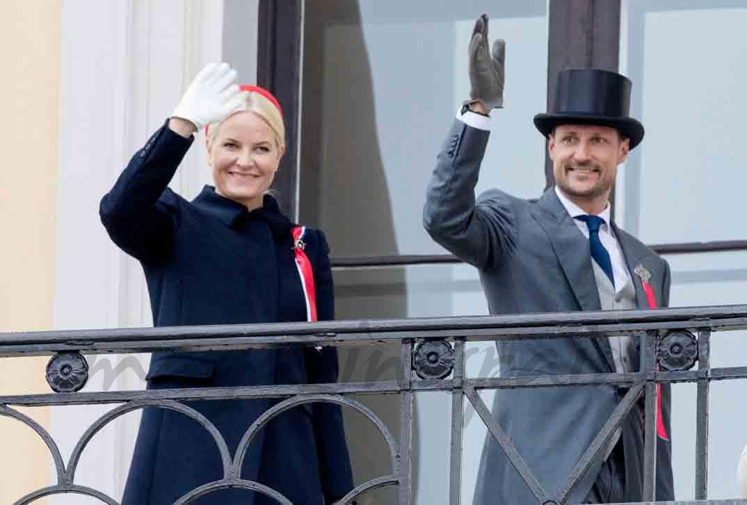 reyes y principes de noruega celebran su dia nacional
