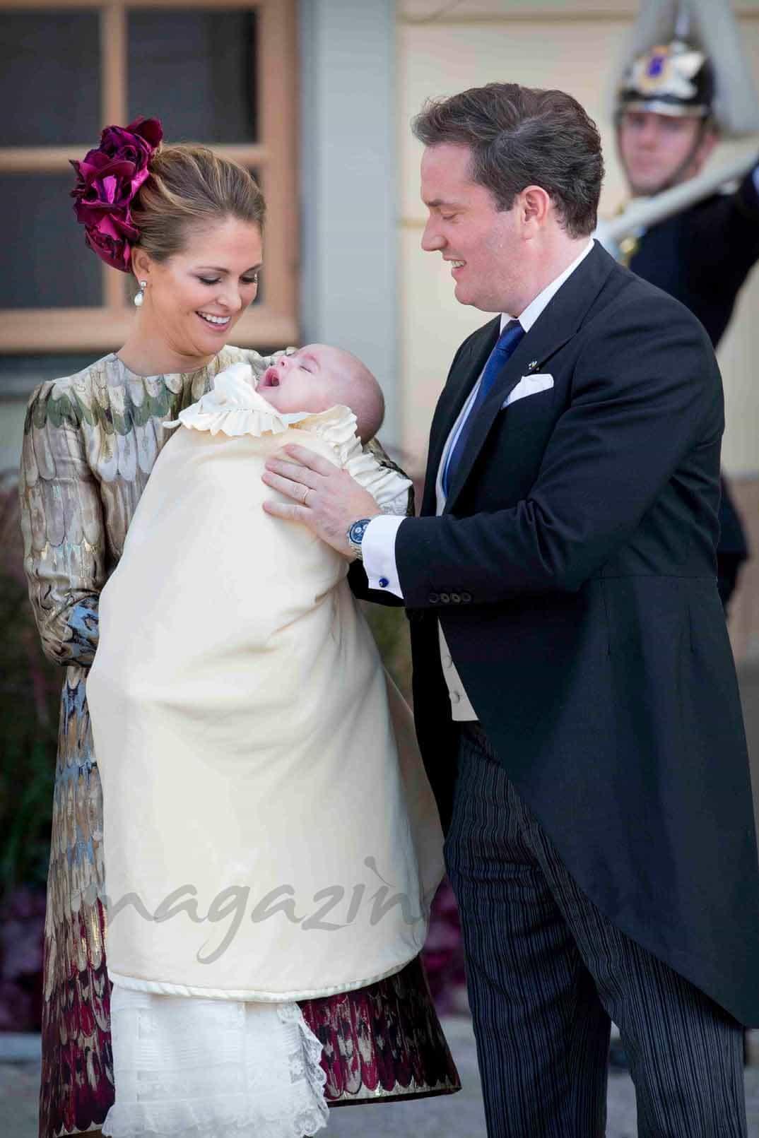 princesa magdalena de suecia y Chris o neill con el príncipe nicolas