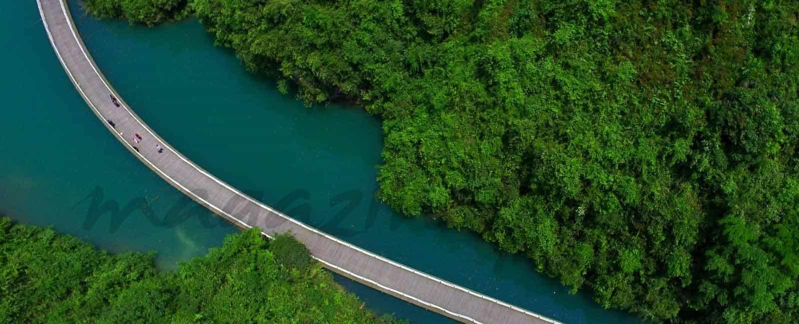 El increíble puente de madera sobre el río Shiziguan