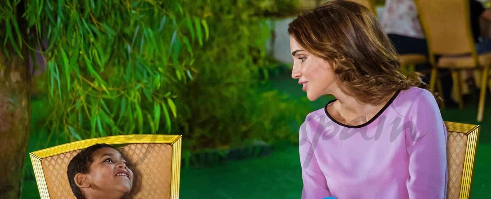 Rania de Jordania y la princesa Iman solidarias