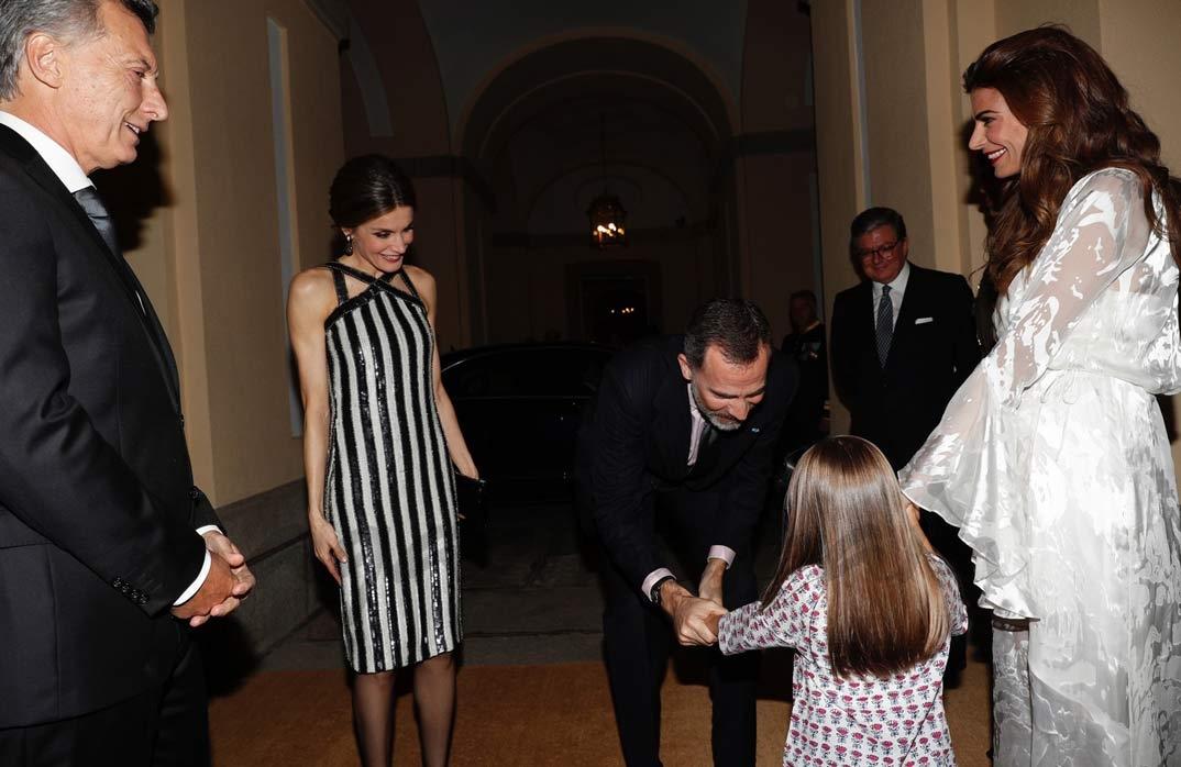Los Reyes, con el Presidente Macri y su esposa y su hija Antonia © Casa S.M. El Rey