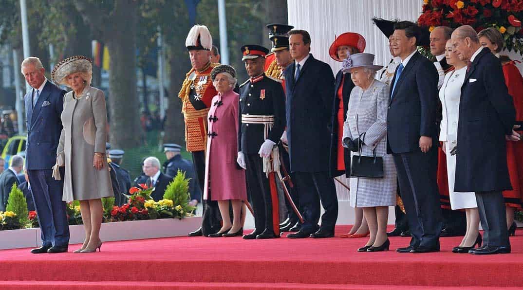 reina-de-inglaterra-y-presidente-chino-xl-jinping-con-principe-carlos-y-camila-