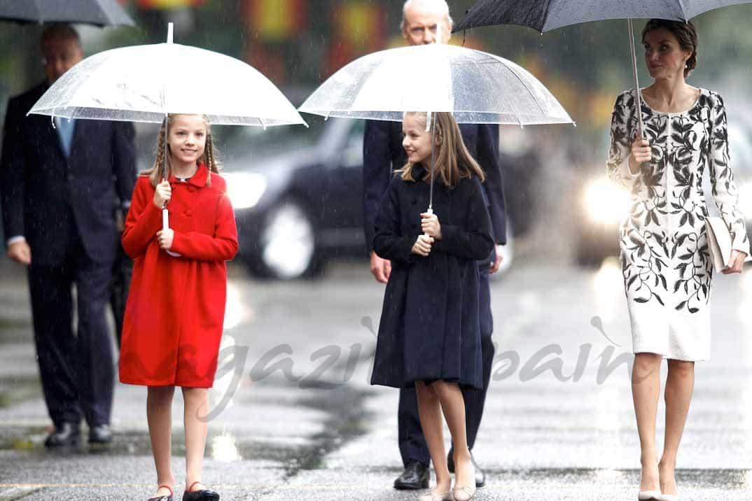 reina-letizia-infanta-leonor-princesa-sofia en la fiesta nacional