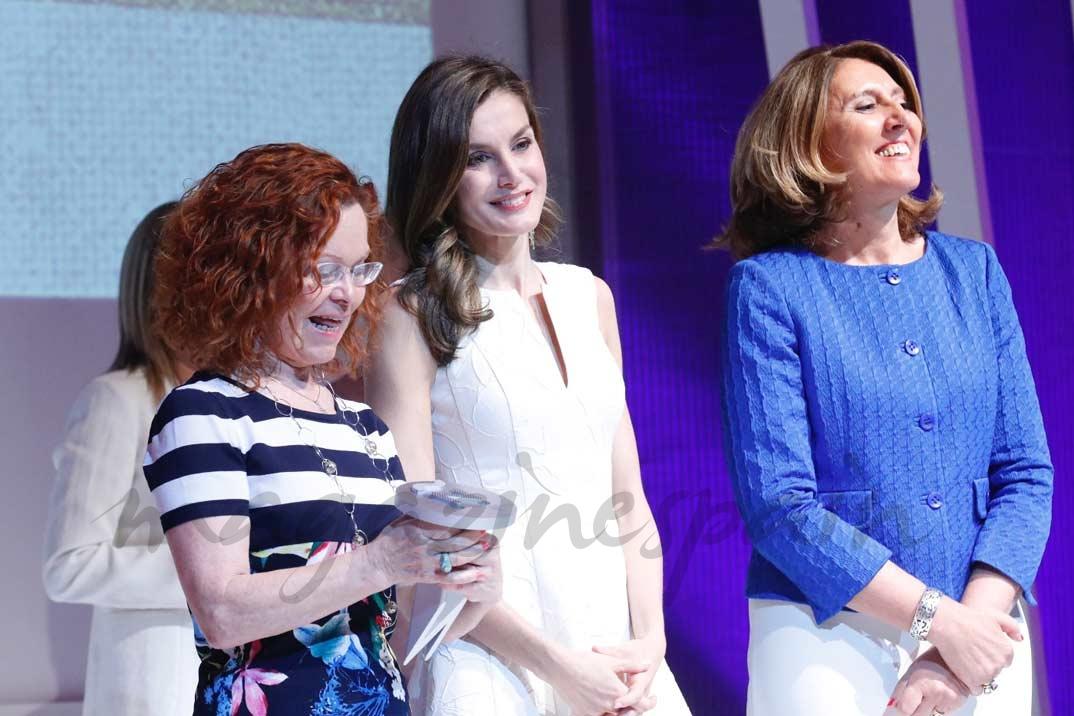 La Reina entrega el Premio Nacional a la Pequeña y Mediana Empresa de la Industria del Sector de la Moda, a Dolores Cortés
