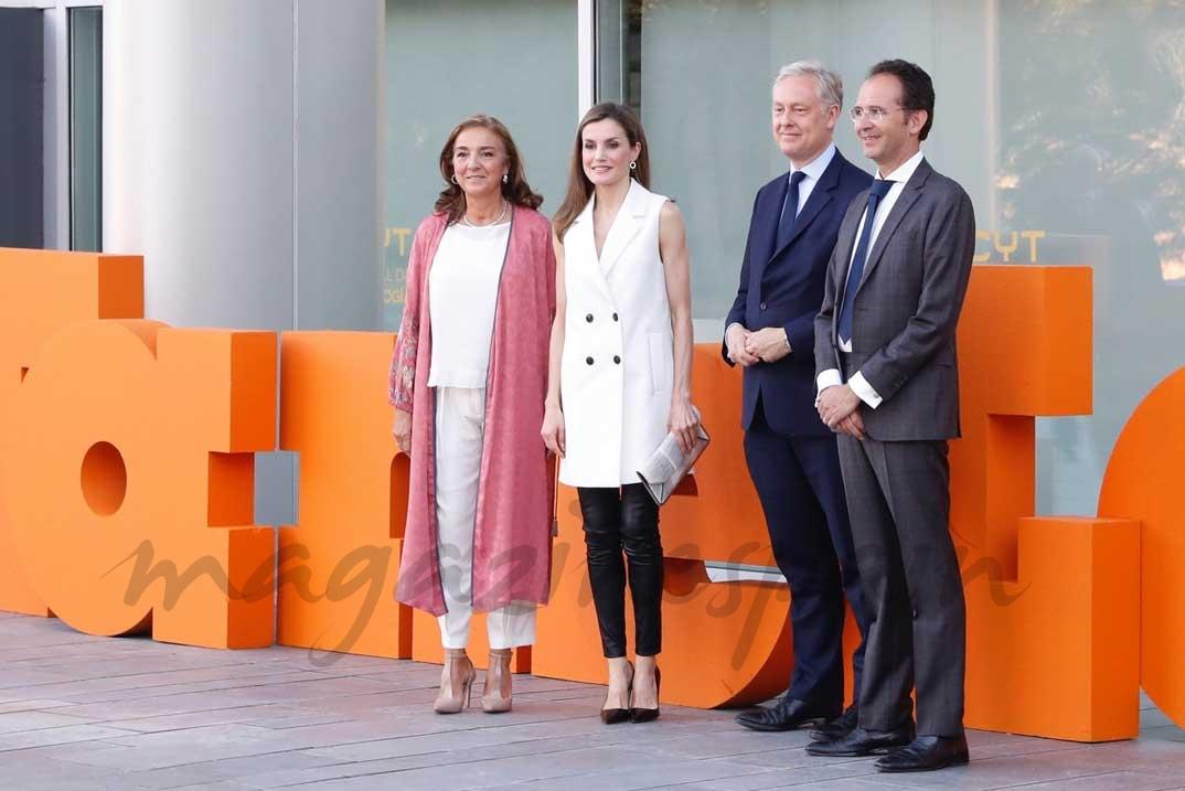 Doña Letizia, con la secretaria de Estado de Investigación, Desarrollo e Innovación, el embajador del Reino Unido en España y el director general de la FECYT