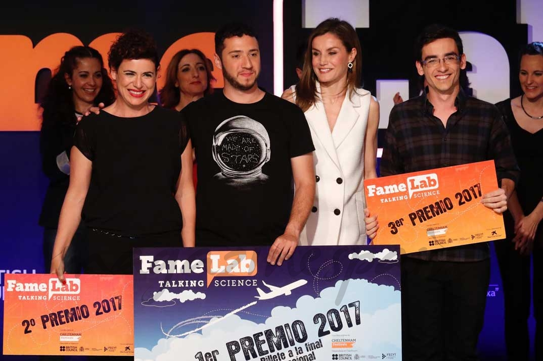 Doña Letizia, con los tres premiados en Famelab España 2017, Pedro Daniel Pajares, Ana Peiró y Pablo Izquierdo